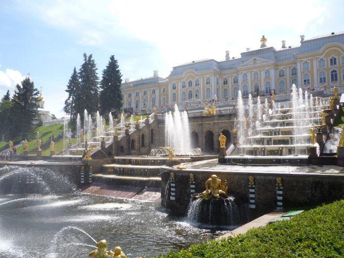 Большой каскад в дворцово-парковом ансамбле Петергоф