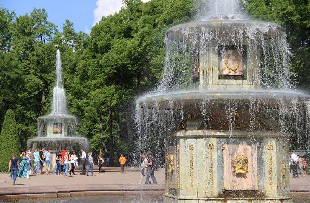 Римские фонтаны в дворцово-парковом ансамбле Петергоф