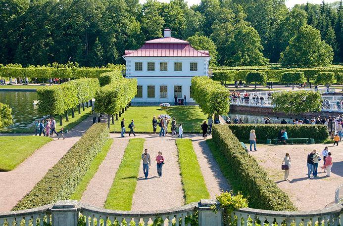 Дворец Марли в Нижнем парке Петергофа